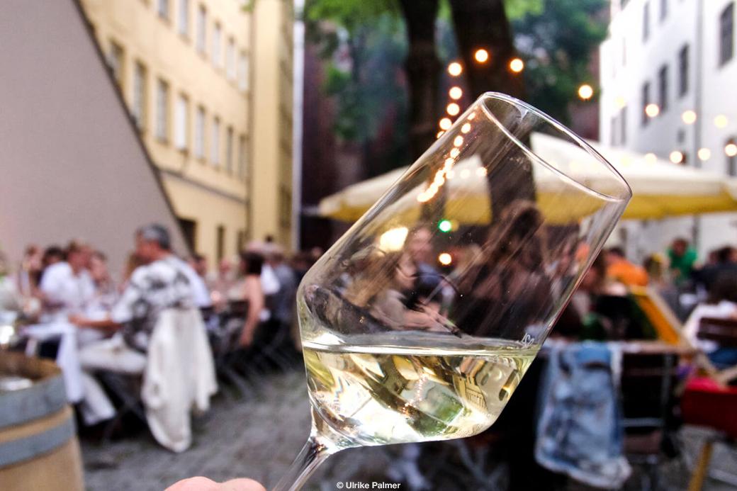 Fotografie Weinglass close up Promo für ein Weinfest 2019 in München