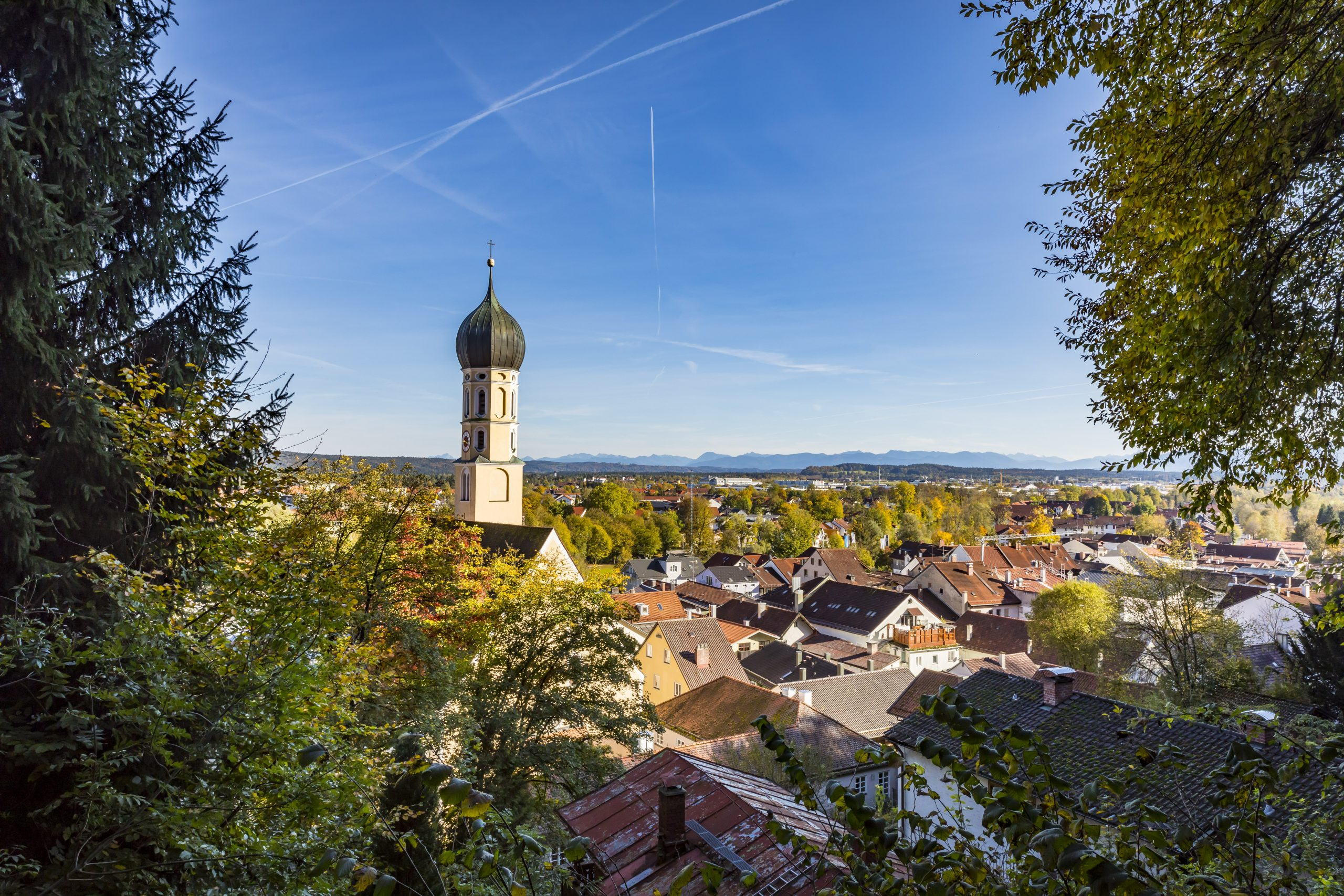 Panoramafotografie: Ansicht der Stadt Wolfratshausen in Oberbayern