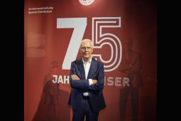 FC Bayern, 10_20_TT_Beckenbauer_75_1040x693