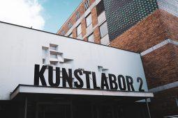 KUNSTLABOR 2, 10_21_Kunst_Mucca_KL2_Aussenansicht_1040x693